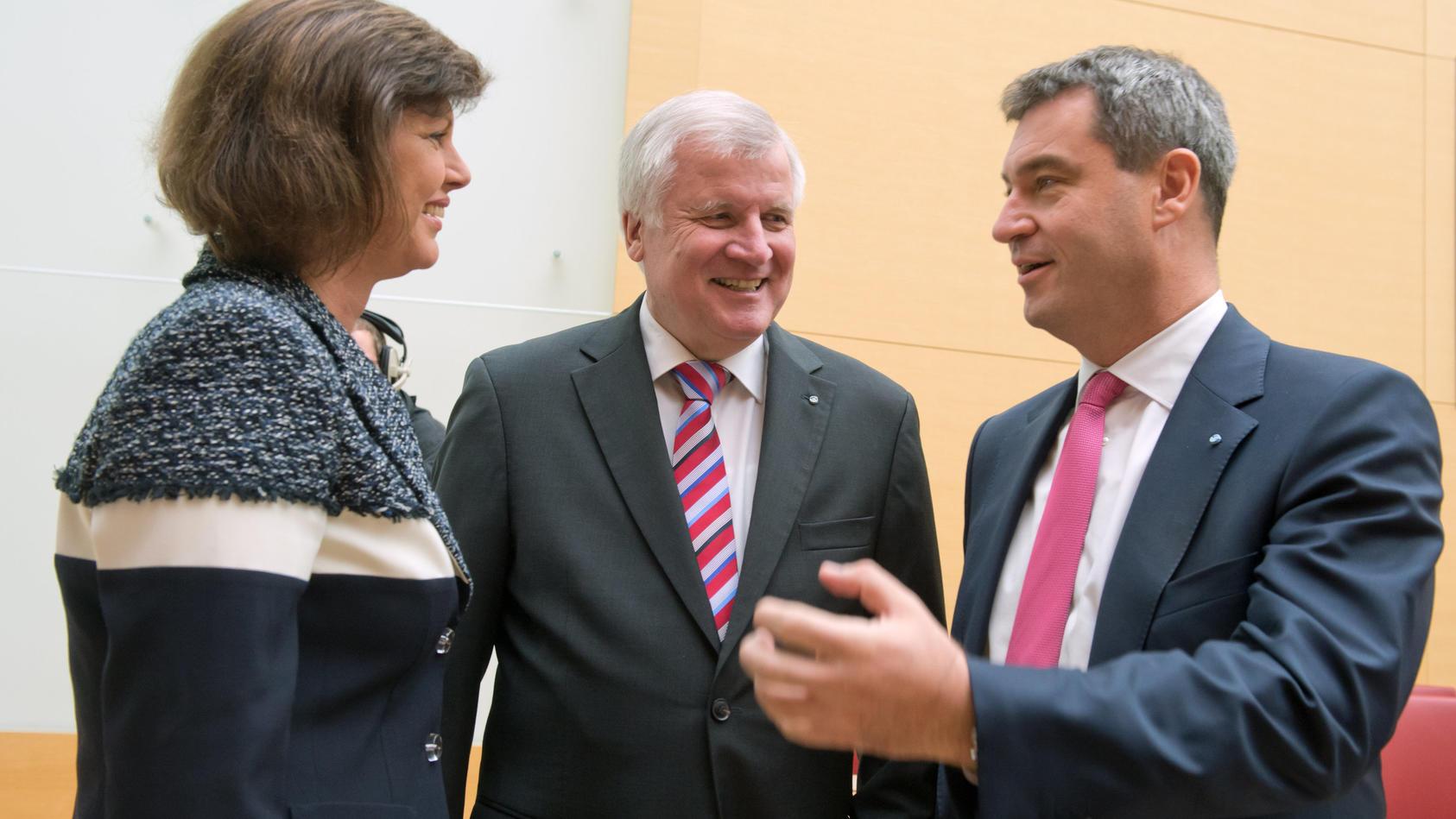 Seehofer: Showdown in Vorstand und Fraktion der CSU