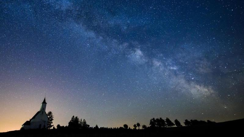 Nur noch an ganz wenigen Orten in Deutschland ist es dunkel genug, den Sternenhimmel zu bewundern.