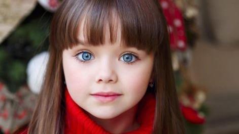 Junges kleines russisches Mädchen