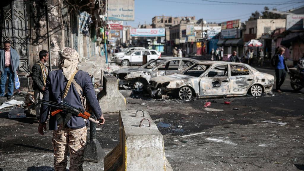 Ein Kämpfer der schiitischen Huthi-Rebellen in Sanaa (Jemen)