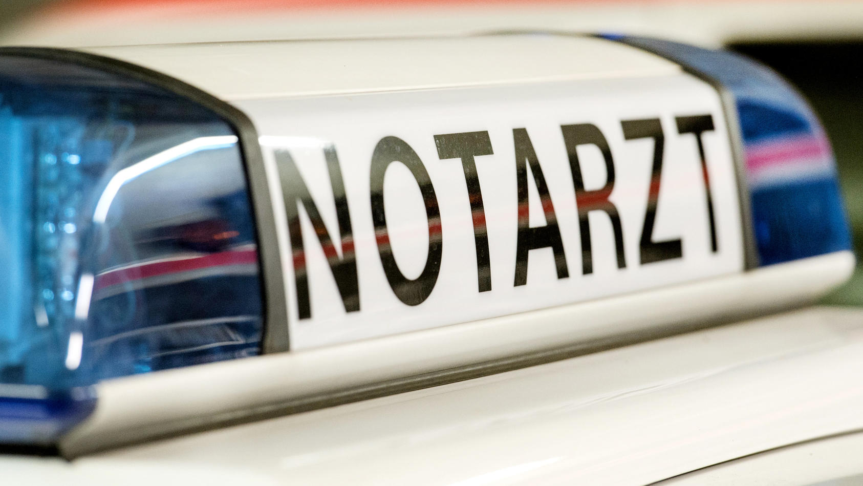 Reizgas versprüht:  Zwei Notärzte und sieben Rettungswagen waren im Einsatz.  Symbolbild
