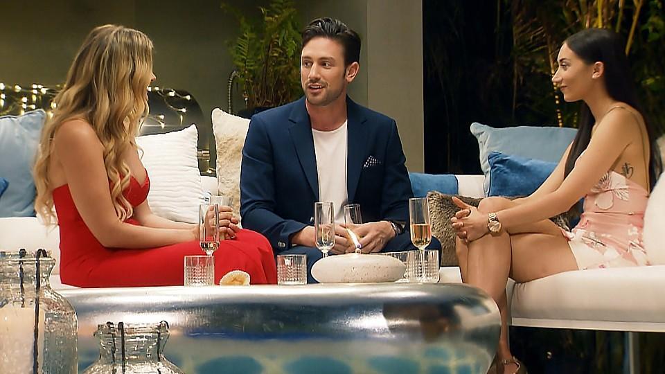 Was hält Daniel von den zwei unerwarteten Überraschungsgästen Christina (l.) und Samira (r.).