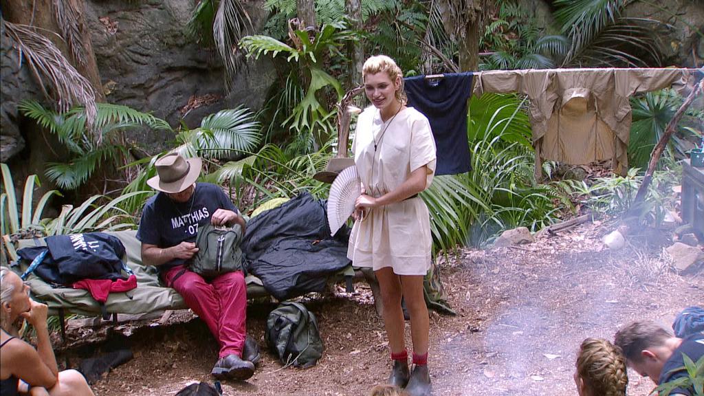 Tag 6 im Camp. Giuliana Farfalla verkündet ihren Mitcampern das sie freiwillig das Camp verlässt.Die Verwendung des Materials der Mediengruppe RTL ist nur zur redaktionellen Berichterstattung im Zusammenhang mit der Sendung unter Angabe der Credits/Q
