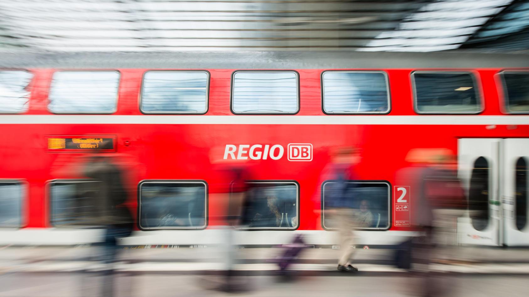 Tatort Bahn: Der Exhibitionist soll sich seinen Opfern in regionalen Zügen im Schwalm-Eder-Kreis gezeigt haben.