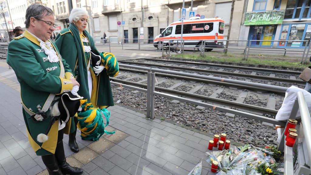 Ministerpräsident Armin Laschet besucht den Unfallort, wo am 09.02. ein Polizist von einer Straßenbahn bei der Haltestelle Chlodwigplatz getötet  wurde.