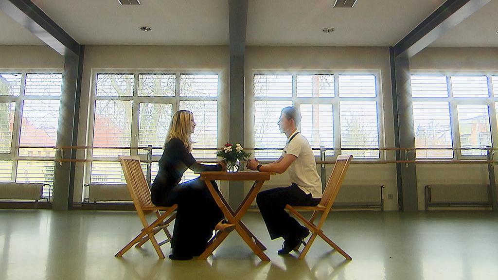 Charlotte Würdig und Valentin Lusin beginnen ihr Training mit einem Speed-Dating.