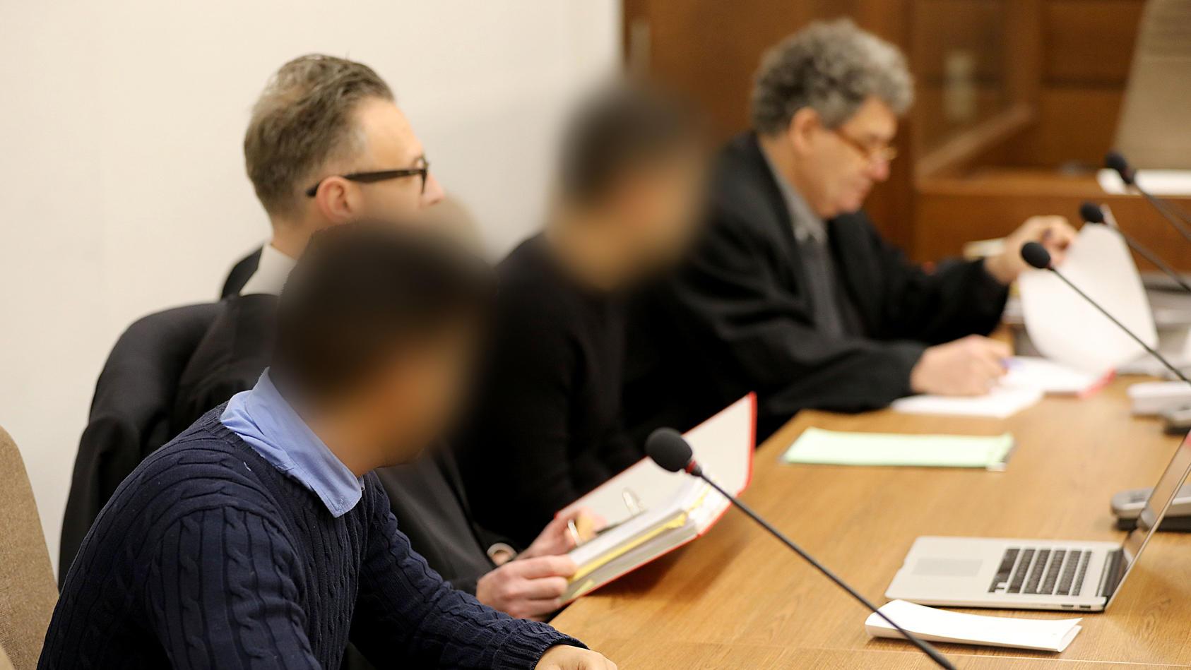 Das Kölner Landgericht hat die zwei Raser zu Haftstrafen ohne Bewährung verurteilt.