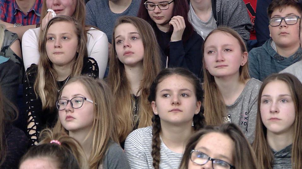 Kinder in der Mehrzweckhalle in Schmalkalden.