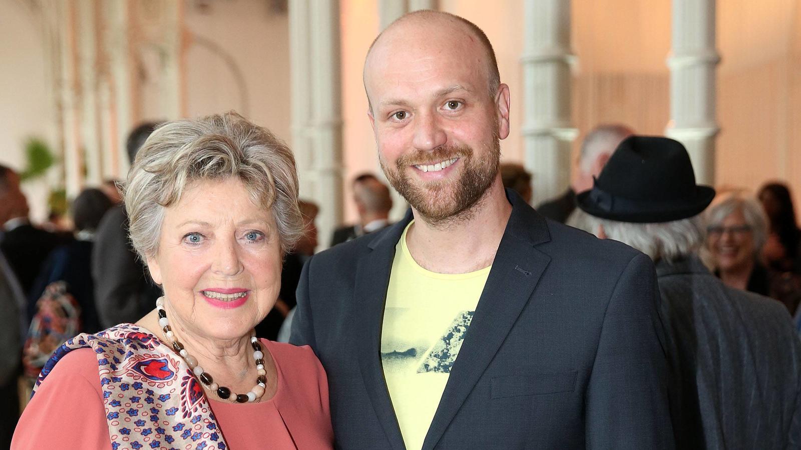 So schlank präsentiert sich Moritz A. Sachs mit Serien-Mutter Marie Luise Marjan  Ende April in Köln