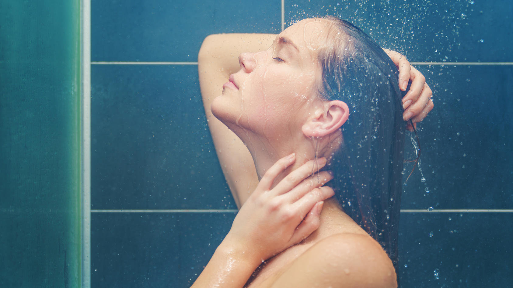 Wasser im Ohr: Was tun und wann behandeln lassen?