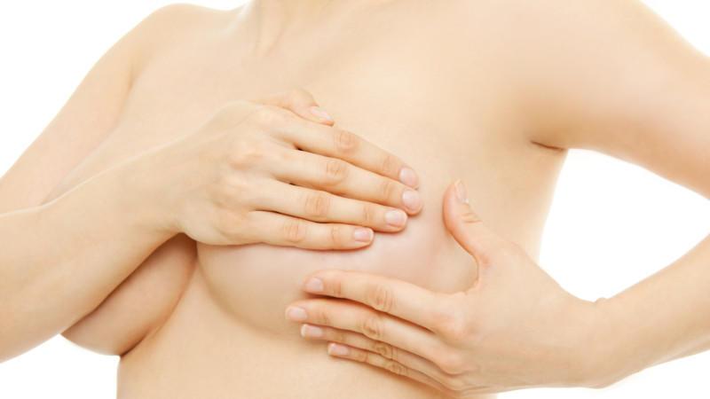 Jede Frau sollte ihre Brust regelmäßig selbst abtasten.